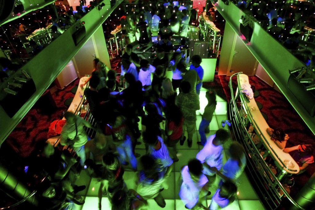 Nu ook fouilleren in Amsterdam bij dancefeest in café en club