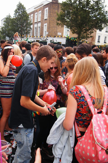 Amsterdamse lachgasgebruikers: 'Ik zag het niet als drugs'