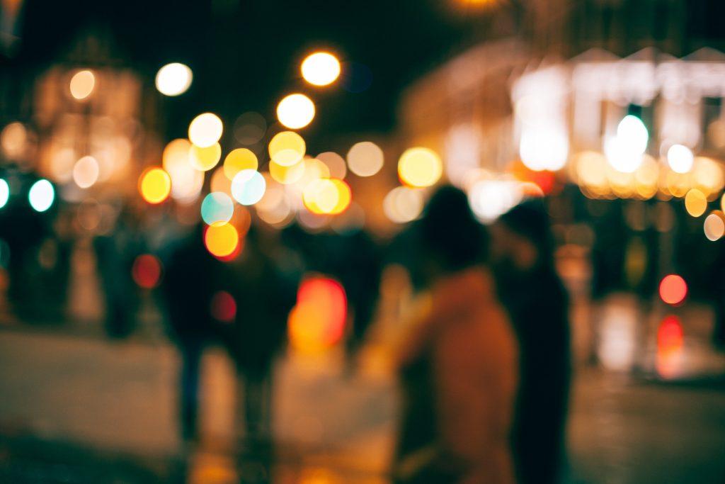 Politiebond na feestnacht Engeland: dronken mensen kunnen geen afstand houden