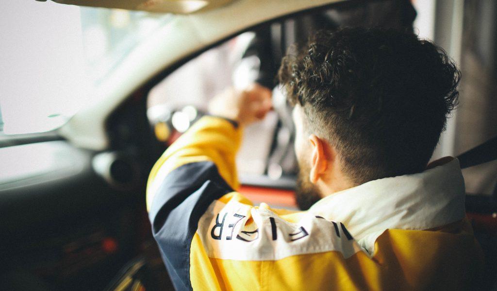 Een op de vijf jonge mannen rijdt wel eens met te veel alcohol op