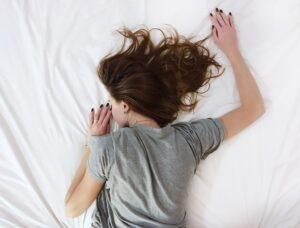 Waarom slaap je slechter na een avondje drinken?